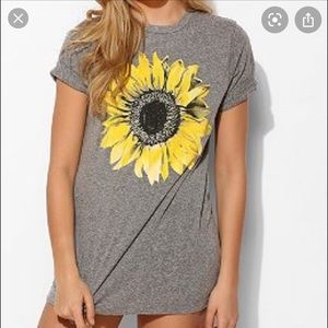 URBAN OUTFITTERS Truly Madly Deeply Sunflower T